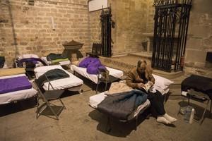 La iglesia de Santa Anna, en Barcelona, acoge estos días a personas sin hogar.
