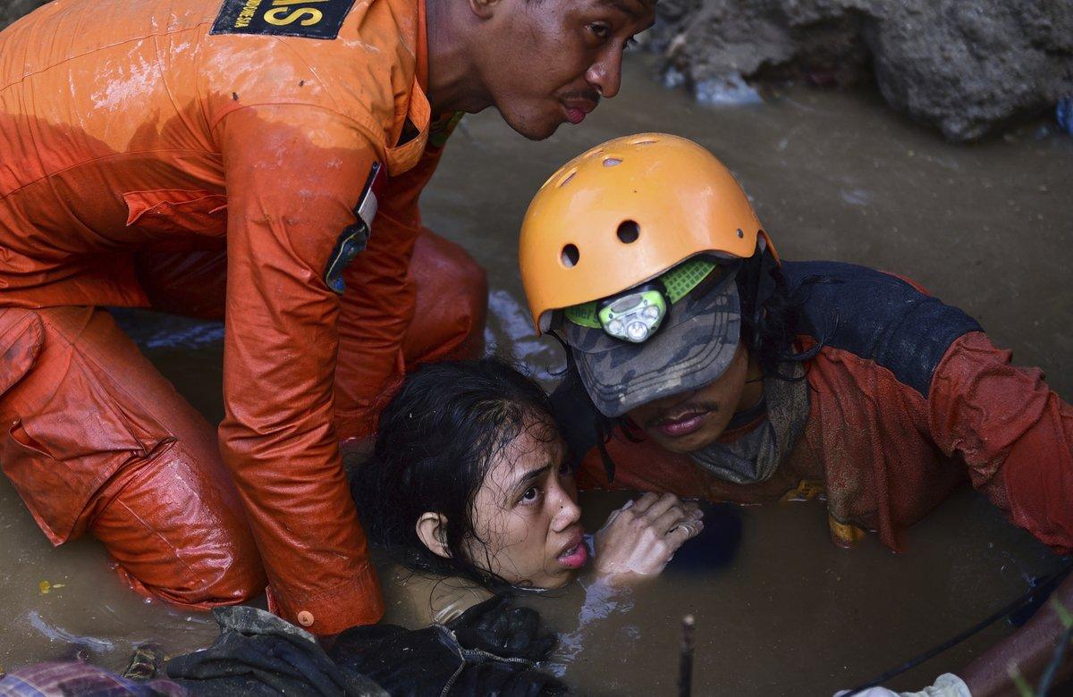 El desastre también dejó de momento un mínimo de 540 heridos y de 16.732 desplazados.