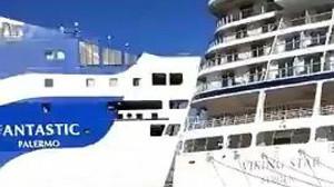 Instante del choque entre el ferriFantastic de la compañíaGrandi Navi Velociyel cruceroViking Star, en el puerto de Barcelona.
