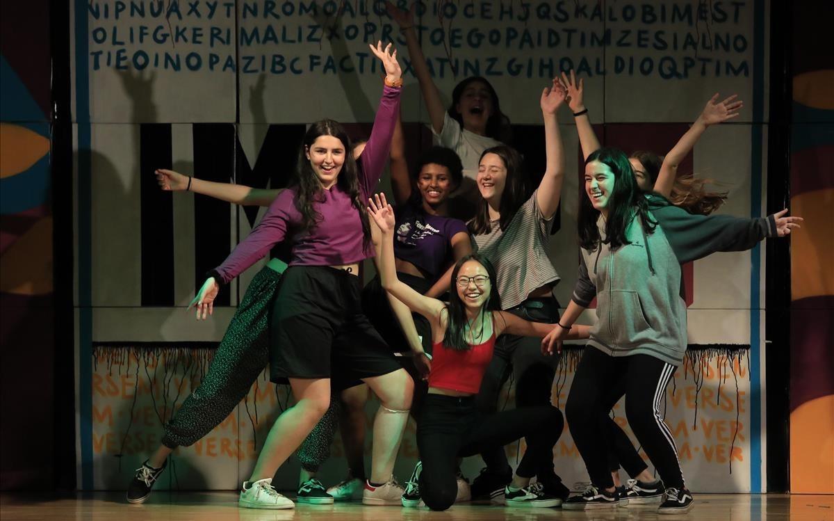 Alumnas participantes en el espectáculo de rap y garrotín.
