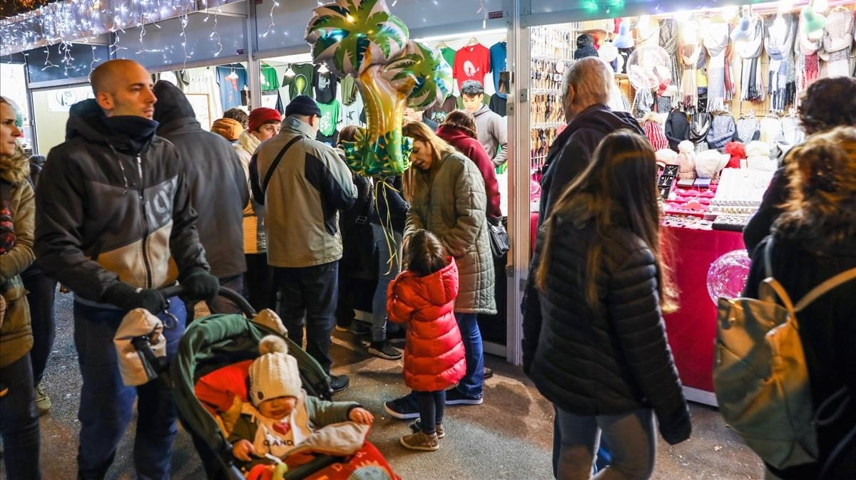 La feria está repleta de pequeñas tiendas con todo tipo de regalos.