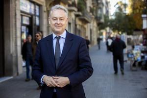 Barcelona ( Barcelones) 16.11.2016 . Internacional. Entrevista del embajador del Reino Unido, Simon Manley 161116 EX 0210 en la foto: Simon Manley, en el Passeig de Sant Joan FOTO: PUIG, JOAN