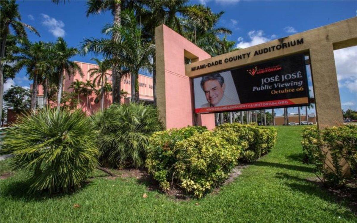 Homenaje póstumo al cantante mexicano José José en Miami.