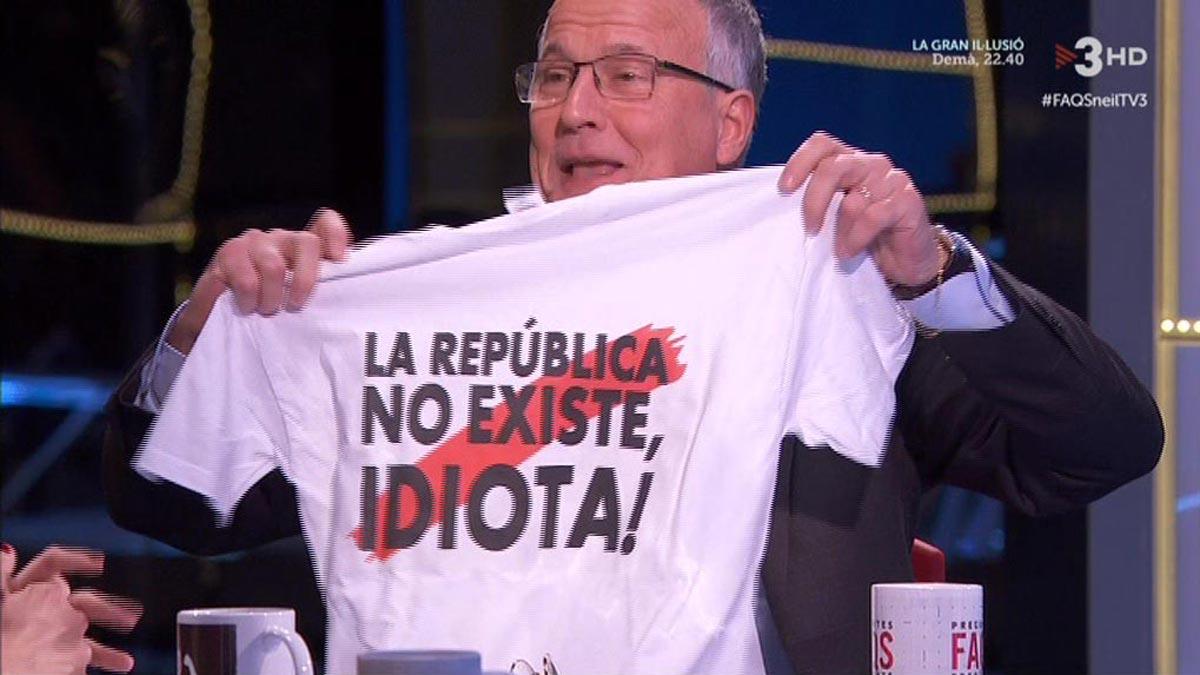 Josep Bou dio esta camiseta a Cristina Puig.