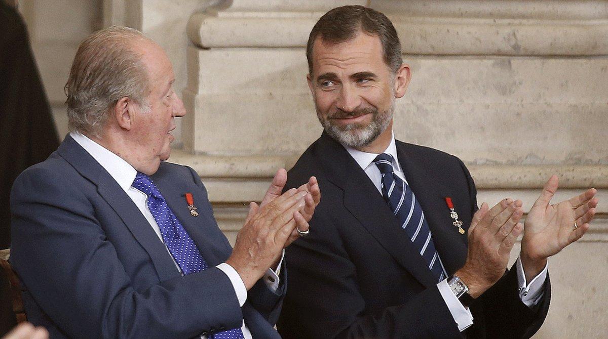 Juan Carlos I y Felipe VI, en un acto en el Palacio Real para conmemorar los 30 años de España en la UE, en el 2015.