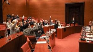 Junts pel Sí y comuns apoyan el recurso al artículo 155, este miércoles en el Parlament.