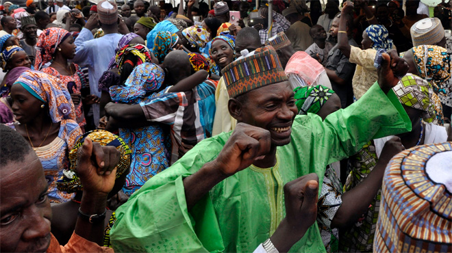 Las niñas liberadas por Boko Haram se reencuentran con sus familias.