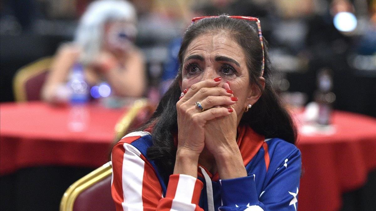 Loretta Oakes, simpatizante republicana, esperando los resultados en Las Vegas, Nevada.