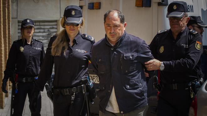 Los cinco detenidos por el presunto amaño del Eldense, a disposición judicial.Los jugadores llegaron esposados al juzgado. En la imagen, Filippo di Pierro.