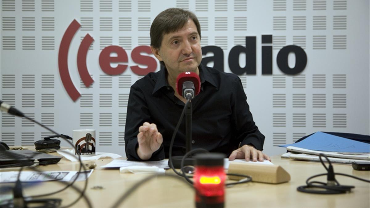 Losantos, en su cabina de esRadio.