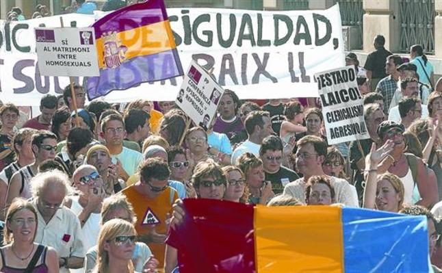 Manifestación en Barcelona a favor del matrimonio gay, en junio del 2005.