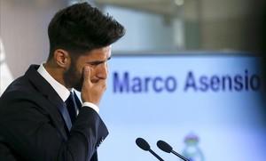 Marco Asensio se emociona durante su presentación como nuevo jugador del Madrid.