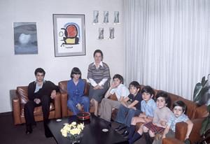 D'esquerra a dreta, el Jordi, la Marta, el Josep, el Pere, l'Oriol, la Mireia i l'Oleguer, al domicili familiar el 1977.