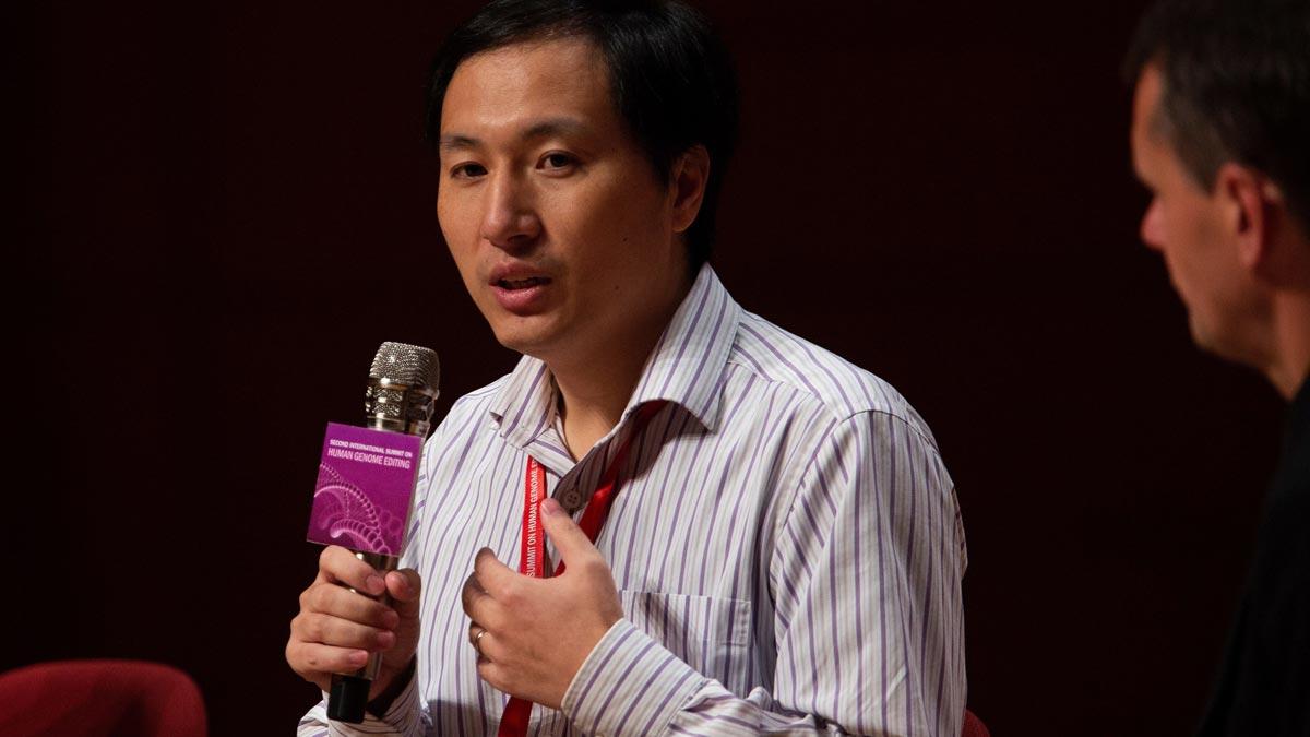 El científic xinès que va modificar genèticament dos nadons anuncia un altre naixement en camí