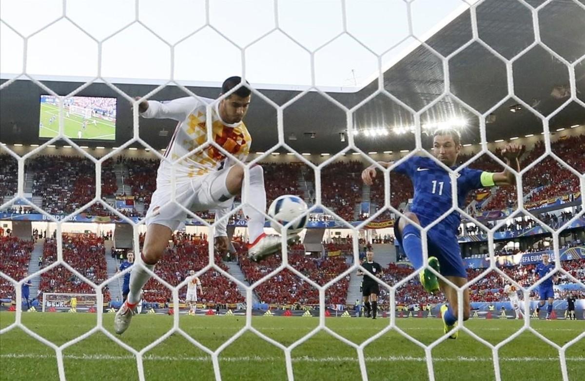 Morata marca el únicogol de la selección española.