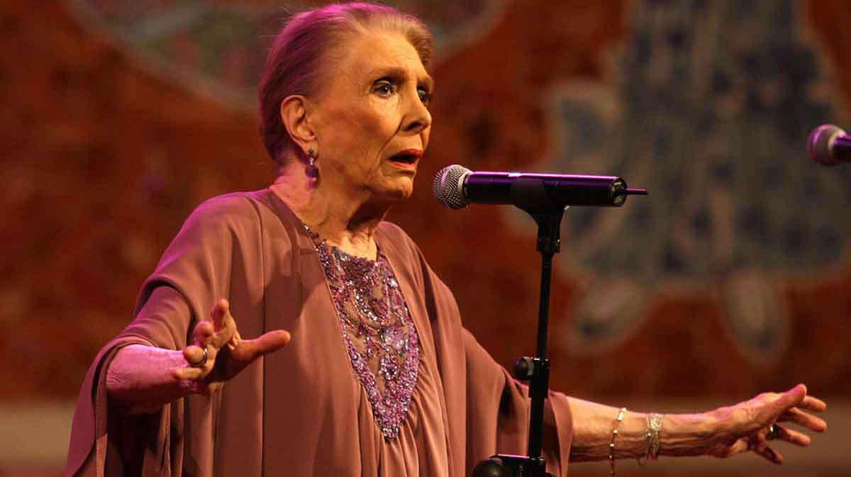 La cantante y actriz María Dolores Pradera ha fallecido este lunes en Madrid, su ciudad natal, a los 93 años de edad.