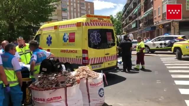 Una mujer de entre 40 y 45 años ha fallecido al ser atropellada por un dúmper (maquinaria de obra) en Alcalá de Henares, en un paso de cebra a la altura del número 15 del Paseo de los Curas.