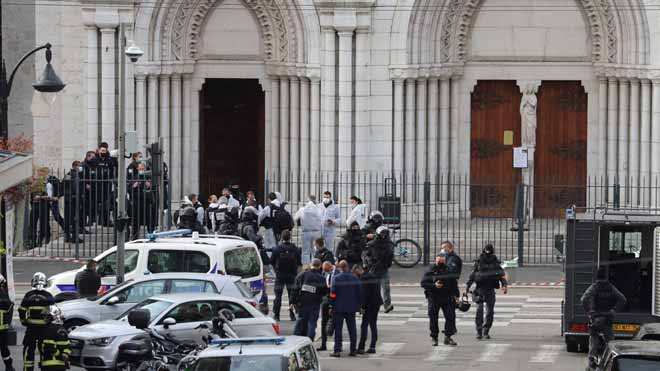 Tres morts en un atemptat amb un ganivet en una església de Niça