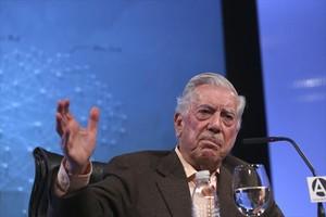 El nobel Mario Vargas Llosa, durante la presentación de 'La llamada de la tribu', en Madrid.