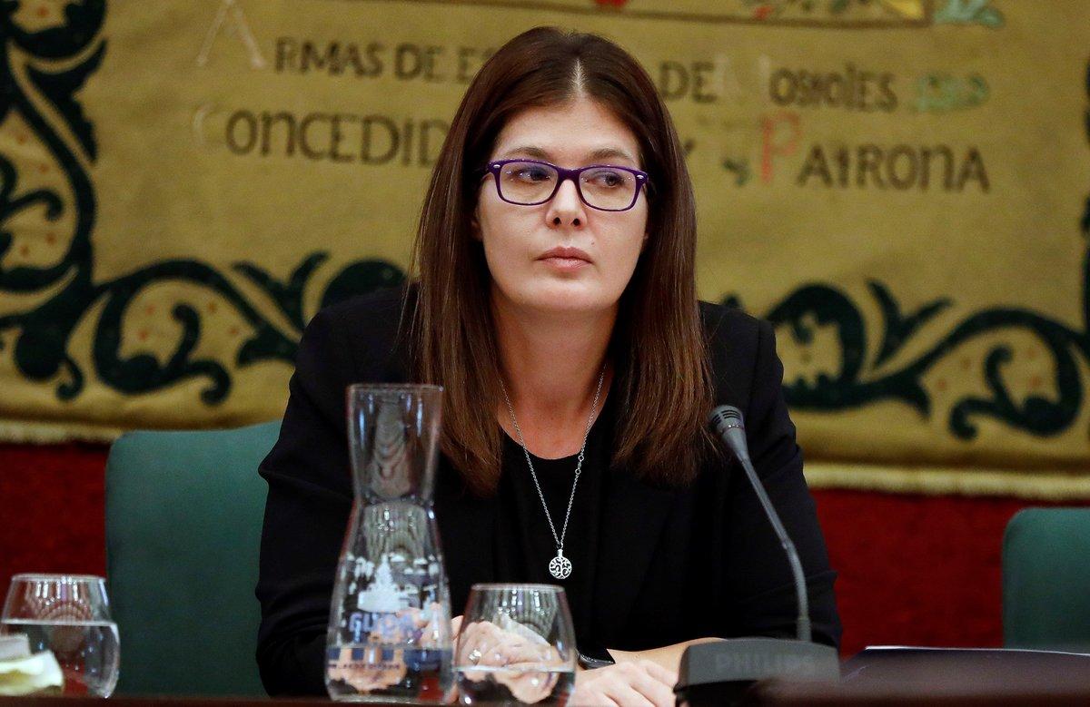 La alcaldesa de Móstoles, Noelia Posse, durante el pleno para su reprobación.