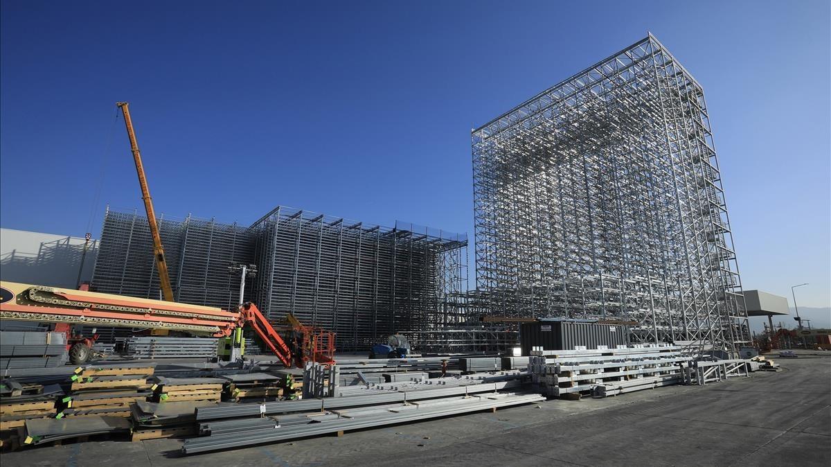 Obras de construcción del nuevo almacén de Seat en Martorell.