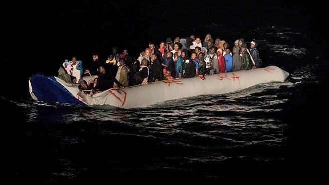 El Ocean Viking rescata esta madrugada a 50 migrantes.