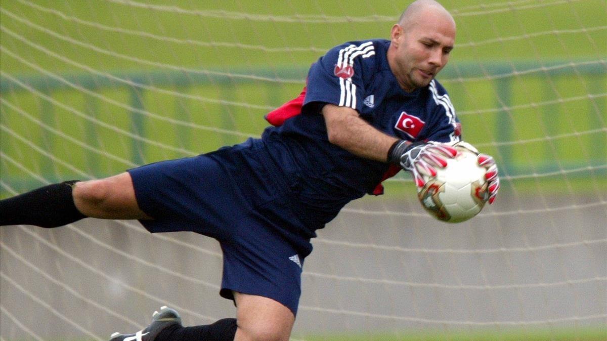 Ömer Çatkiç, en un entrenamiento de la selección de Turquía en el Mundial de Japón y Corea del 2002.