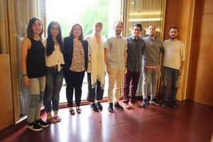 Participantes del programa Primera Oportunidad junto a la alcaldesa de Sant Boi