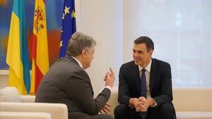 Pedro Sanchez recibe en la Moncloa al presidente ucraniano Petro Poroshenko.