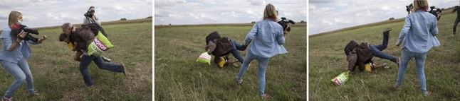 Petra Laszlo le hace la zancadilla a un padre que lleva en brazos a su hijo y una bolsa con sus pertenencias, en Roszke (Hungría).