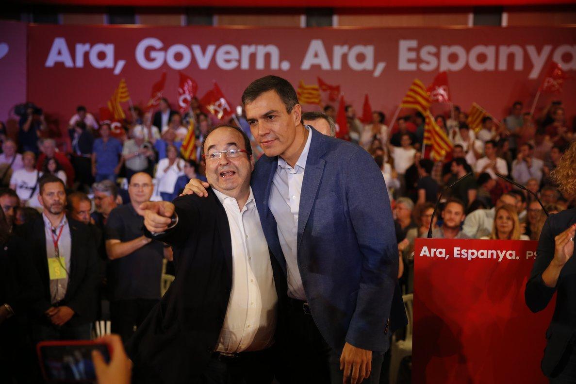 El presidente, Pedro Sánchez, y el primer secretario del PSC, Miquel Iceta, el 9 de octubre del 2019, en un acto de precampaña de las generales en Barcelona.