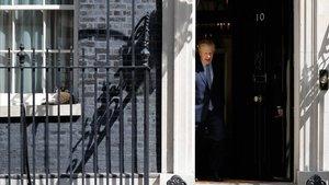 El primer ministro británico, Boris Johnson, sale de Downing Street el pasado martes.