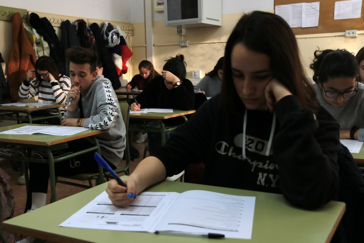 Más de 75.000 alumnos catalanes empiezan las pruebas de 4º de ESO
