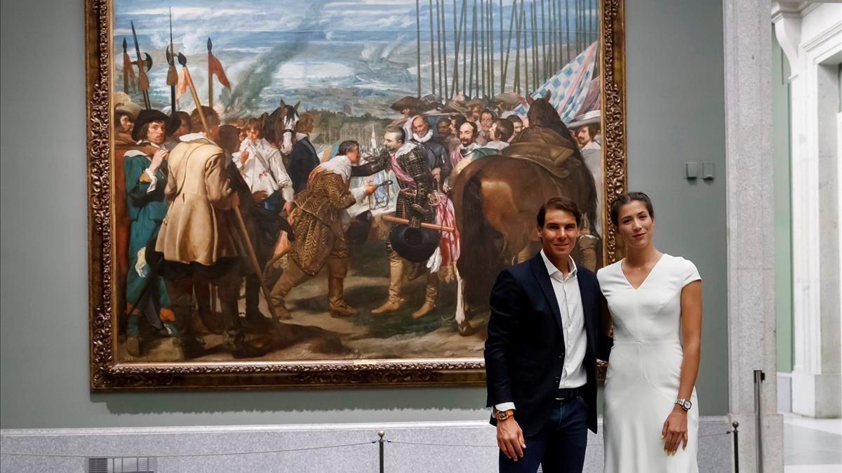 Rafael Nadal y Garbiñe Muguruza posan delante del cuadro de Velázquez  'La rendicion de Breda' en el Museo del Prado.