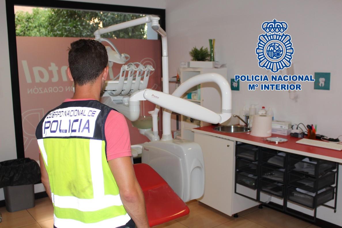 Registro policial en una de las clínicas Idental.