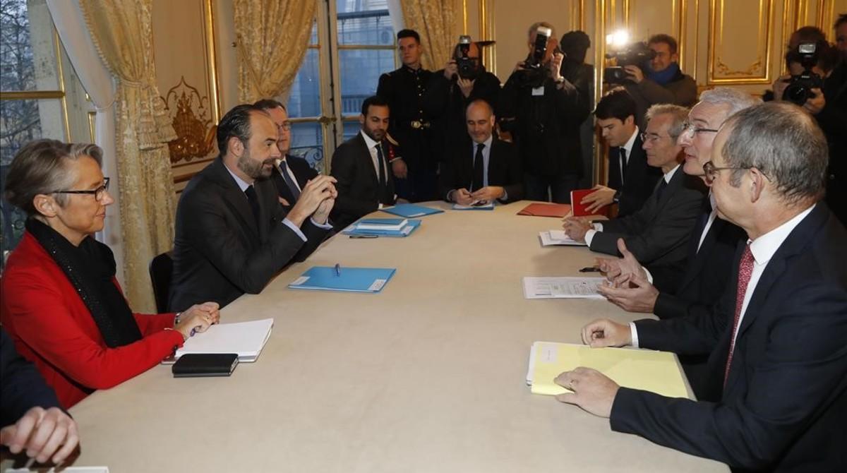 Representantes de la SNCF y del Gobierno, reunidos en París.