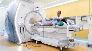 La nueva máquina de resonancia magnética cardiovascular del Clínic.