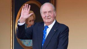 El rey Juan Carlos I saluda en la plaza de toros de Aranjuez, el 2 de junio del año pasado.