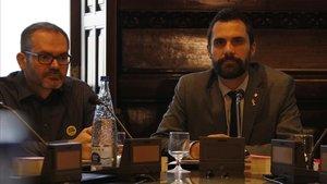Roger Torrent y Josep Costa, en una reunión de la Mesa del Parlament