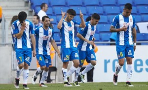 Marco Asensio, en el centro, festeja uno de sus goles ante el Eibar.