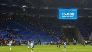 Momento en que el videomarcador de Cornellà anunció la asistencia de 15.085 espectadores al partido del viernes 4 de enero ante elLeganés.