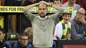 Pep Guardiola, técnico del Manchester City, se lamenta en un partido reciente contra el Norwich.