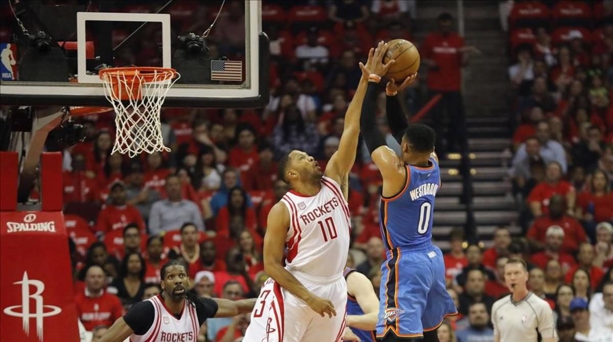 Récord sin premio de Westbrook ante los Rockets de Harden