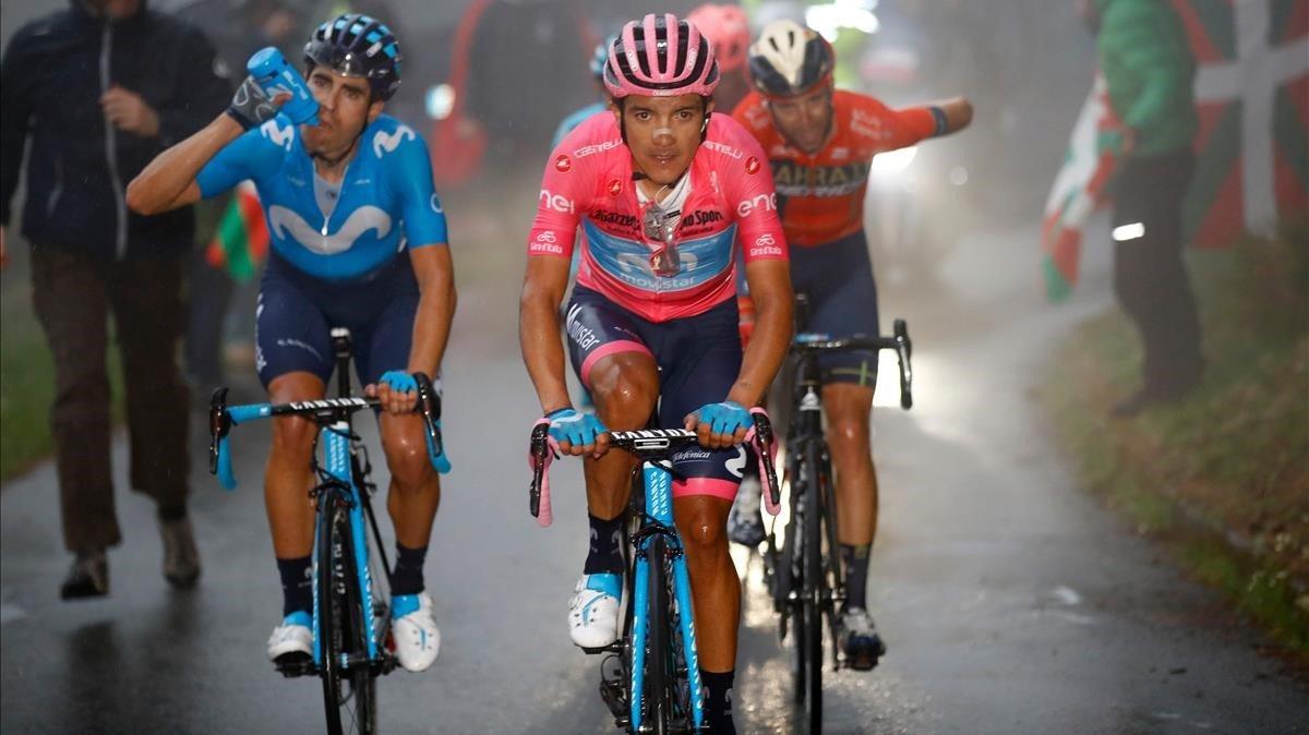 Richard Carapaz, de rosa, con Mikel Landa y Vicenzo Nibali, en el Mortirolo.