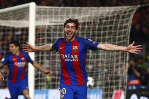 Sergi Roberto celebra el sexto gol ante el PSG.,