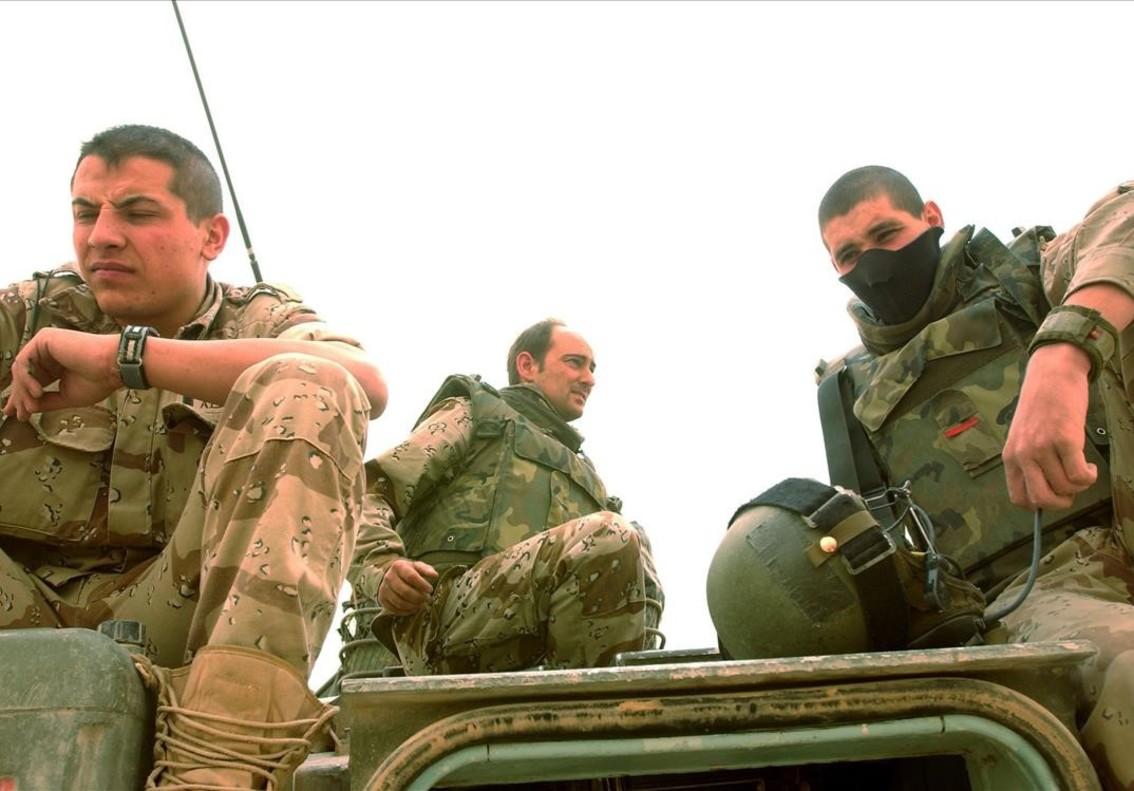 Soldados españoles en Najaf (Irak), el 17 de abril del 2004.