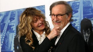 Steven Spielberg con su mujer, KAte Capshaw, en la presentación del documental de la cadena HBO sobre su vida.