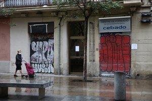 Tiendas cerradas en el centro de Gràcia, Barcelona, en marzo.