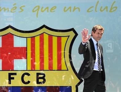 Tito Vilanova després de firmar el seu contracte de primer entrenador del F.C.Barcelona.