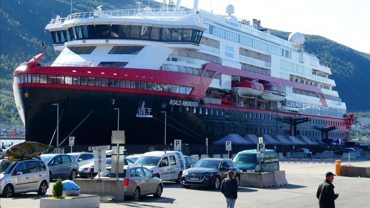 33 miembros de la tripulación confinados en un barco de la compañía noruega Hurtigruten, especialista en cruceros, dieron positivo al nuevo coronavirus.